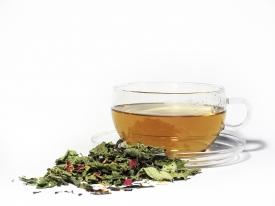 Viel Flüssigkeit in Form von Tee kann Beschwerden einer Mandelentzündung bessern.